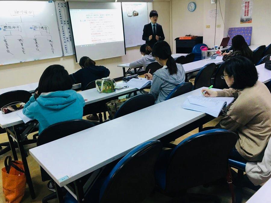 勞資e學園周偉軒老師-8